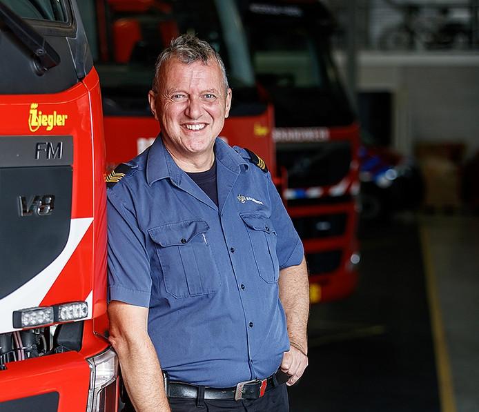 Portret brandweerman Werner van den Broek in Moerdijk - Foto: Marcel Otterspeer / Pix4Profs