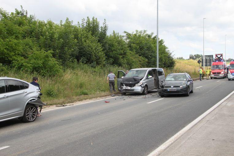 Er waren drie wagens bij de botsing betrokken.