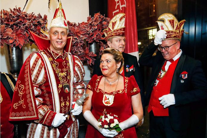 Prins Martijn (links) en zijn gevolg krijgen vandaag de stadssleutel overhandigd.
