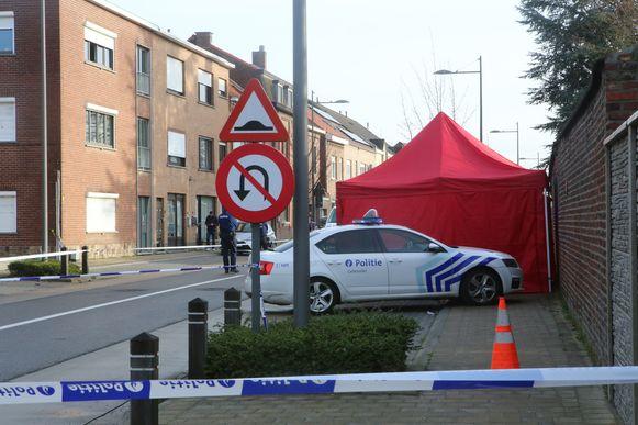 De politie heeft de straat afgesloten.