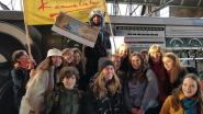 't Karmelieten overhandigt Warmste Week-cheque van 14.300 euro