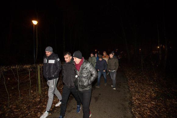 De spelers lieten de training voor wat ze was en ondernamen een zoekactie in de omgeving.
