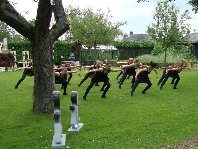 De Steenselse dansgroep SiDanza bij de Tuin der Lusten