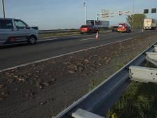 Vrachtwagen morst slachtafval op A1 bij Twello, snelweg weer vrijgegeven