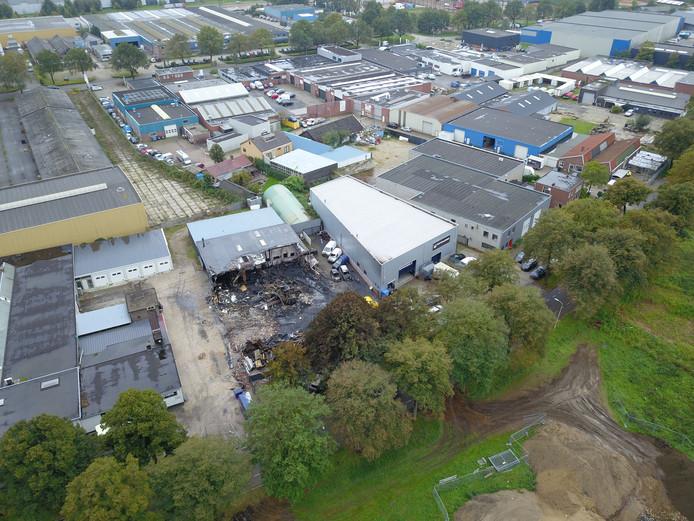 Het afgebrande autobedrijf in Doetinchem