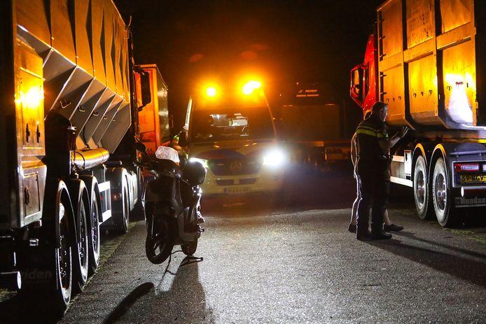 Scooterrijder rijdt tegen vrachtwagen aan bij Mendel in Beekbergen.