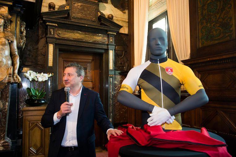 Schepen Ludo Van Campenhout stelt het programma van de Ronde voor.