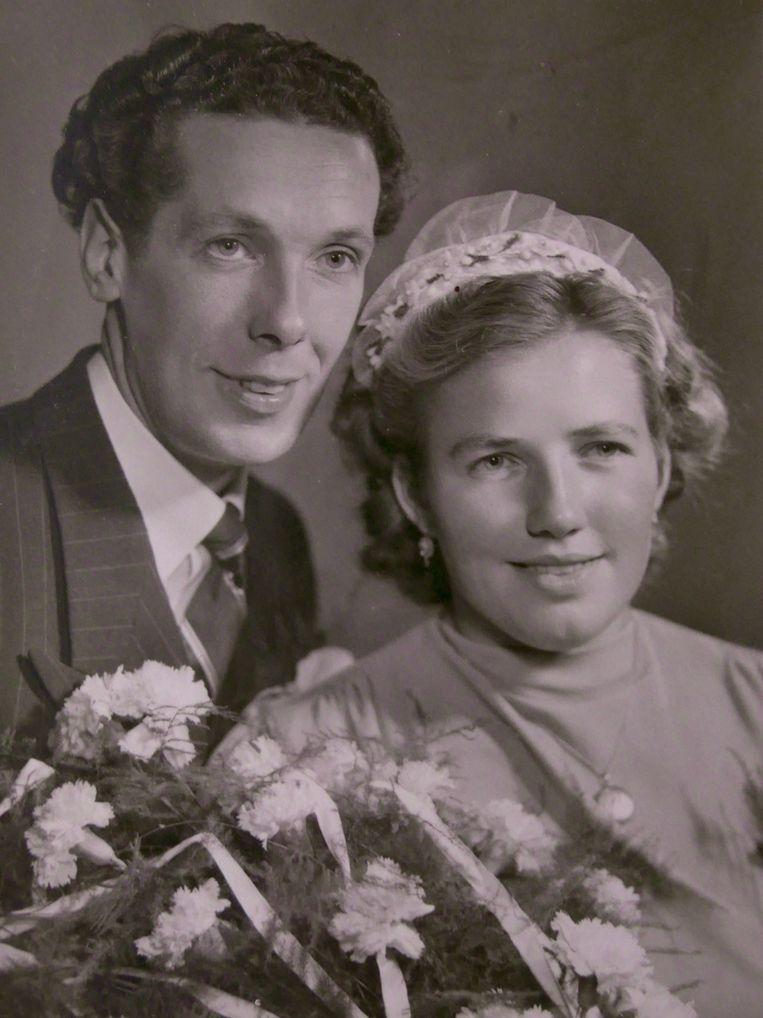 Op haar huwelijksdag met Hindrik Meinsma. Beeld