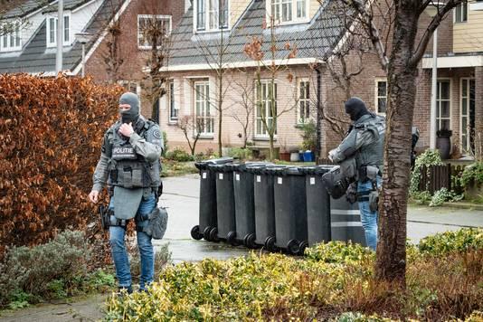 De Dienst Speciale Interventies is aangekomen bij de woning in Everdingen