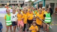 Geo Lucky Dance sluit zomerkamp af met zwerfvuilactie: twee bolderkarren vol troep uit bermen gehaald