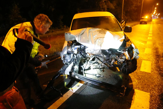 De schade wordt opgenomen na het ongeluk