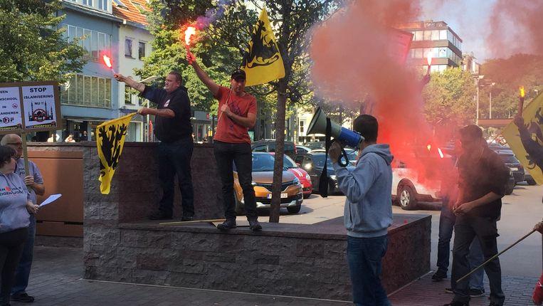 Voorpost voert actie tegen komst Islamschool in Genk.