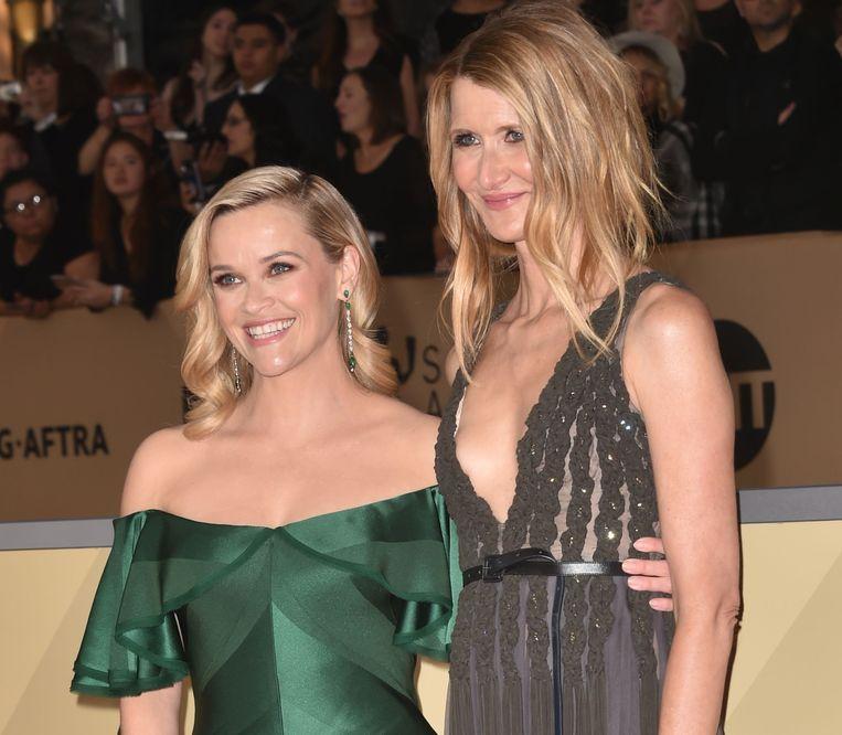 Reese Witherspoon (L) en Laura Dern (R) bij de SAG Awards