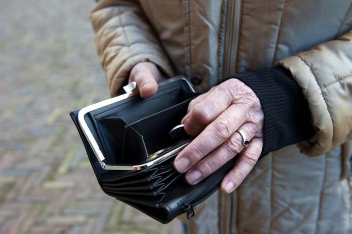 De huidige ouderen, maar ook de ouderen van later, moeten oppassen dat ze niet te veel gaan inleveren door maatregelen die de overheid voor de toekomst in petto heeft. foto Roos Koole/ANP