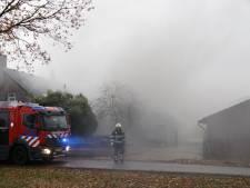 Uitslaande brand in schuur Sambeek