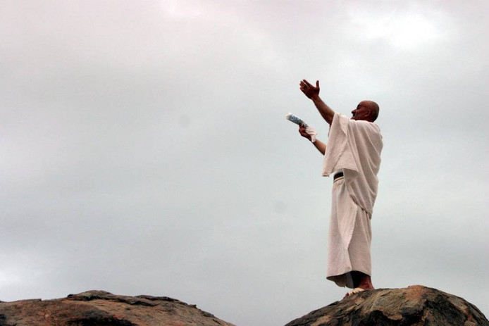 Een biddende Hajj-pelgrim. foto Khaled El Fiqi/EPA