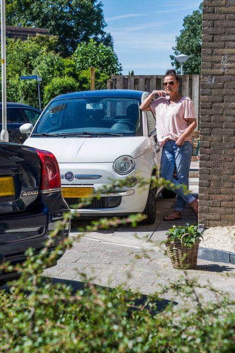 'Asociale' automobilisten blokkeren Michelles oprit: 'Ik kan niet weg wanneer ik dat wil'