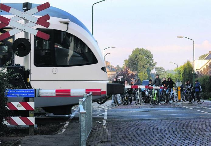De spoorwegovergang bij de Beerseweg in Cuijk. foto Ed van Alem