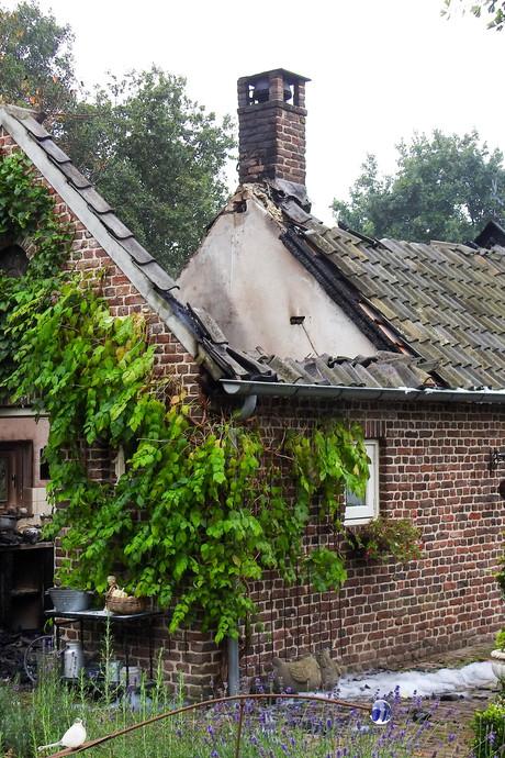 Brand verwoest schuur aan Broekstraat in Gemert