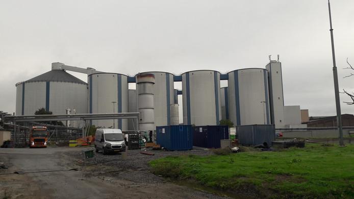De silo's, kenmerkend silhouet van de suikerfabriek.