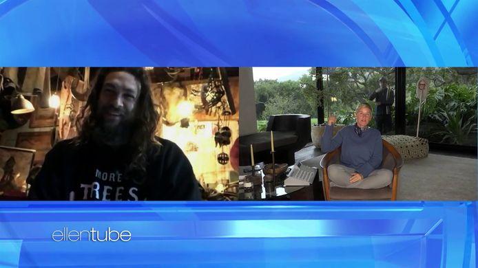 Jason Momoa op videochat met Ellen.