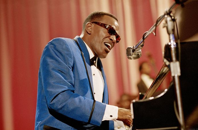 Jamie Foxx speelt Ray Charles in de film 'Ray'.