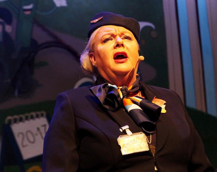 Marion Kramer als de 'Stewardess'.