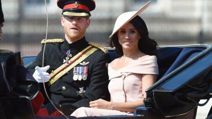 """Meghan Markle onder vuur wegens outfit op verjaardag koningin Elizabeth: """"Volstrekt ongepast"""""""