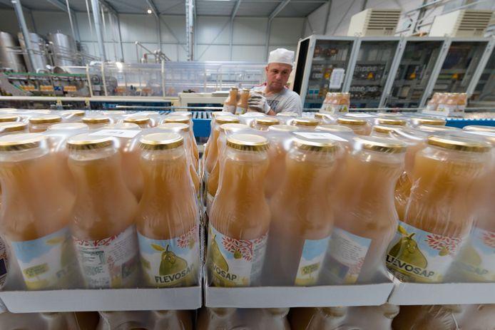 Flevosap maakt onder andere appelsap in Biddinghuizen.