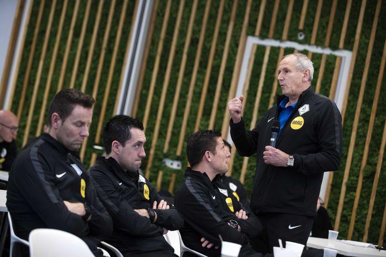 Scheidsrechtersbaas Dick van Egmond tijdens bijeenkomst KNVB voor scheidsrechters uit het betaalde voetbal.  Beeld ANP