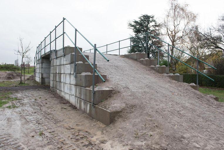 De brug voor het nieuwe fietsparcours is al aangelegd.