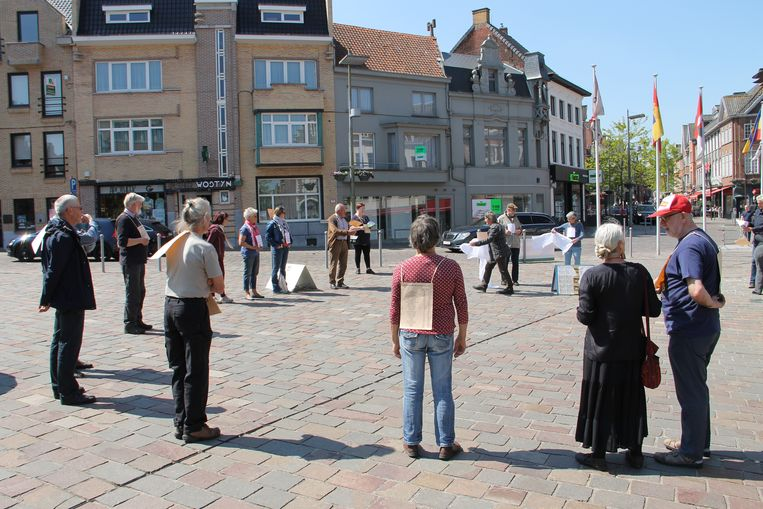 De stiltecirkel op de Markt van Tielt.