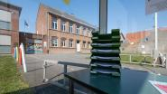 """Bushokje in Heist-Goor wordt leerhoekje voor kinderen: """"Leerlingen met slecht internet of printerproblemen vinden er hun leerstof"""""""