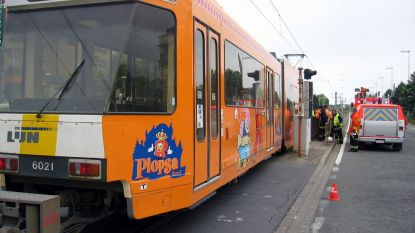 Trampassagier gewond nadat hij wordt meegesleurd tussen tramdeuren in Koksijde
