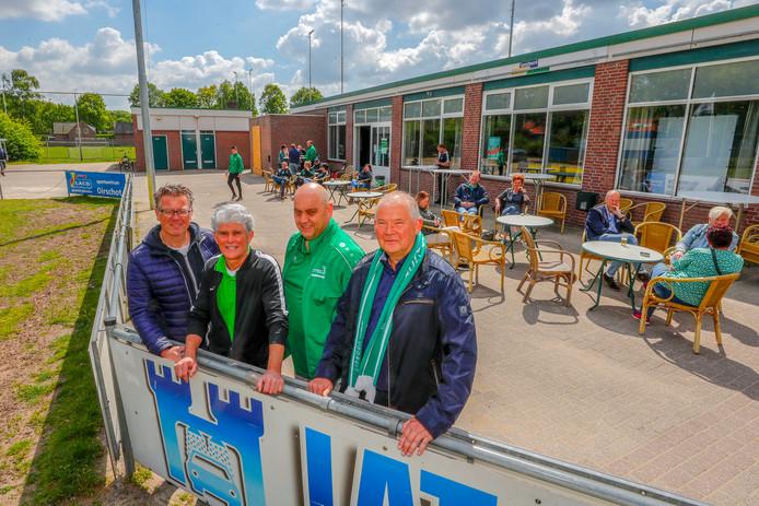 Het organisatiecomité van de festiviteiten: Tom Meeuwis, Wim Kemps en Mark van Nunen. Toon Gloudemans ontbreekt. Rechts voorzitter Cees Swaanen.