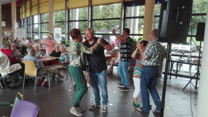 Muziek- en bingomiddag in de Westerwiek.