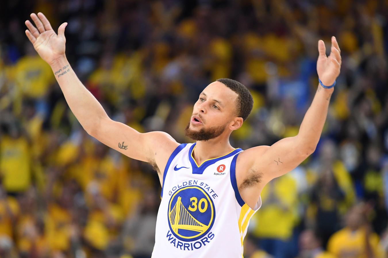Stephen Curry juicht na een rake driepunter voor de Golden State Warriors. Een beeld dat volgend jaar op de Olympische Spelen voor Team USA ook niet zou misstaan.