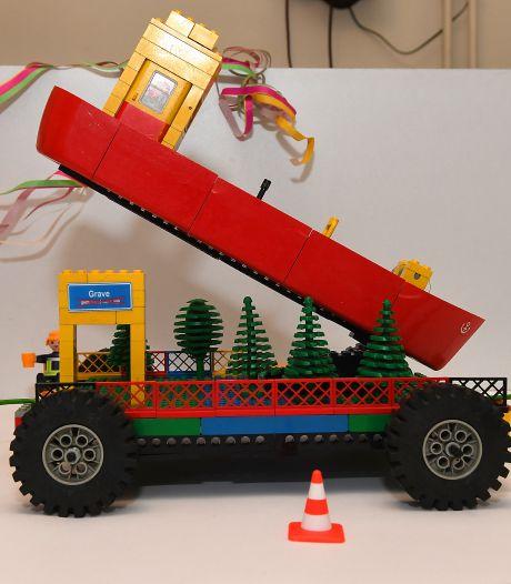 Optocht van Lego-praalwagens in Gemert
