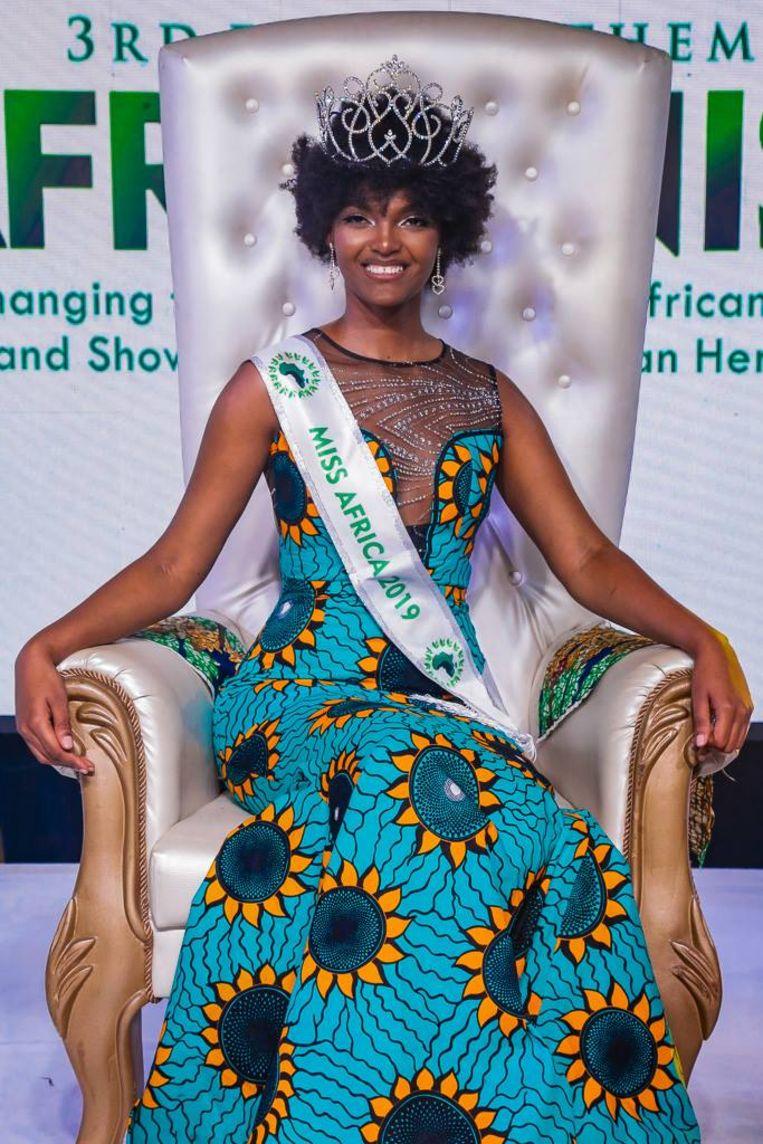 De Congolese Dorcas Kasinde werd gekroond tot Miss Africa 2018.