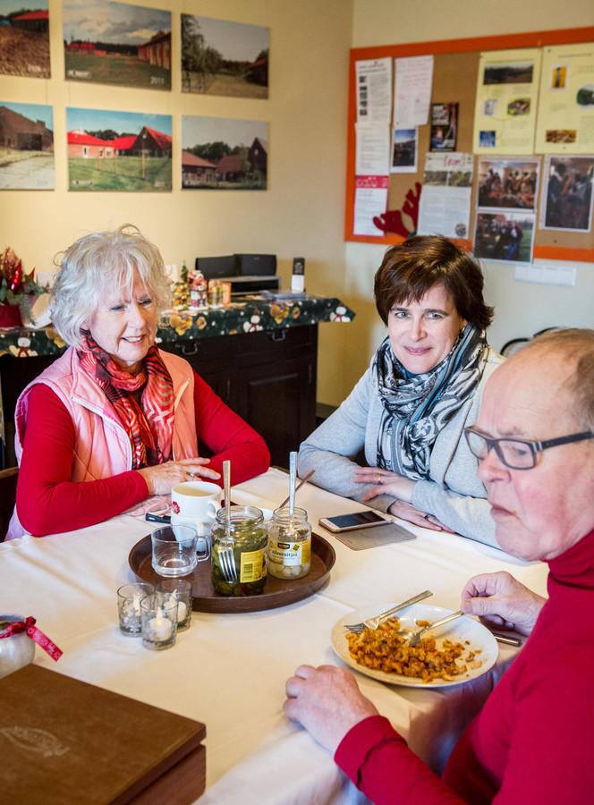 Huisarts Chantal Hensens (midden)