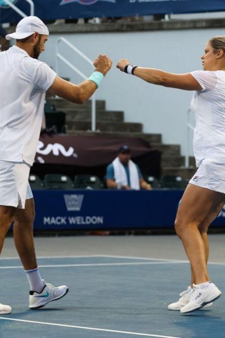 Une victoire et une défaite en double samedi pour Kim Clijsters