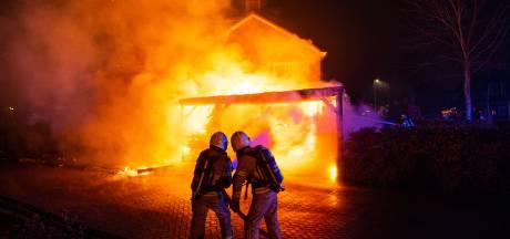 Ondanks uitslaande brand, kettingbotsing en geamputeerde vinger verliep jaarwisseling Noord- en Oost-Gelderland 'heel rustig'