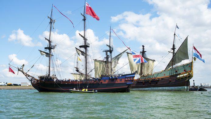 De historische zeilschepen tijdens opnamen op het Markermeer van de film 'Michiel de Ruyter' in juli vorig jaar.