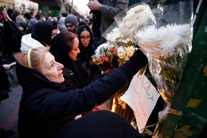 Les Iraniens rendent hommage aux victimes à Téhéran