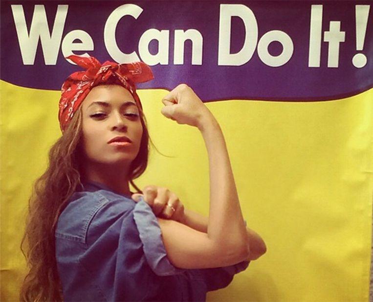 Zangeres Beyoncé als Rosie the Riveter, een symbool voor het feminisme en de economische kracht van vrouwen en ontstaan tijdens de Tweede Wereldoorlog, toen vrouwen de plaats van de mannen innamen in fabrieken. Beeld -