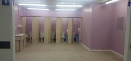 Ouders boos over 'open' meisjestoiletten op Britse school