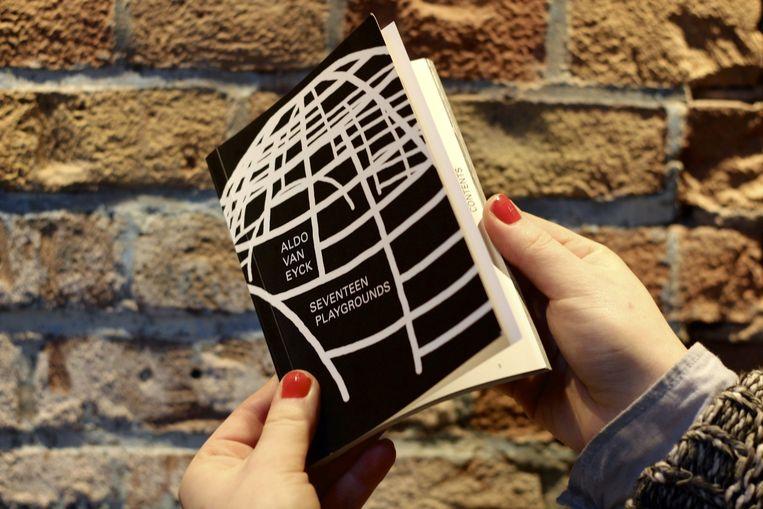 Alle teksten, foto's en het ontwerp van het boek zijn door Van Lingen en Kollarová zelf gemaakt. Beeld Mrs. Mokum/Suzie Hagens