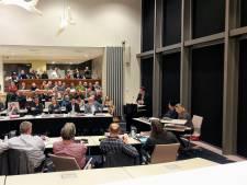 Keiharde kritiek op afvalbeleid Bronckhorst; voorzitter dreigt raadszaal te ontruimen na applaus