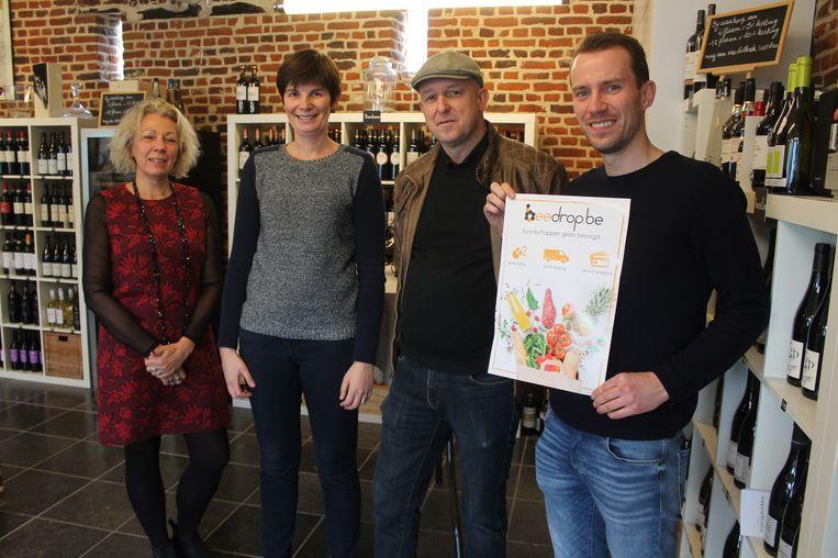 V.l.n.r: Deelnemende handelaars Carin Devos (NeNe Wafels), Sofie Coppens (Wijnen Michel), Bart Soete (Finesse) en Wender Decré van Beedrop.be.