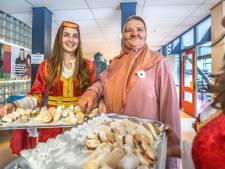 Nationaal Bosnisch Festival bij Ashram College in Alphen trekt volle zaal